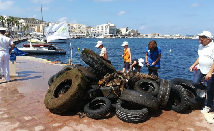 Pantelleria: saranno avviati al recupero 19 mila kg di PFU  raccolti in mare e a terra