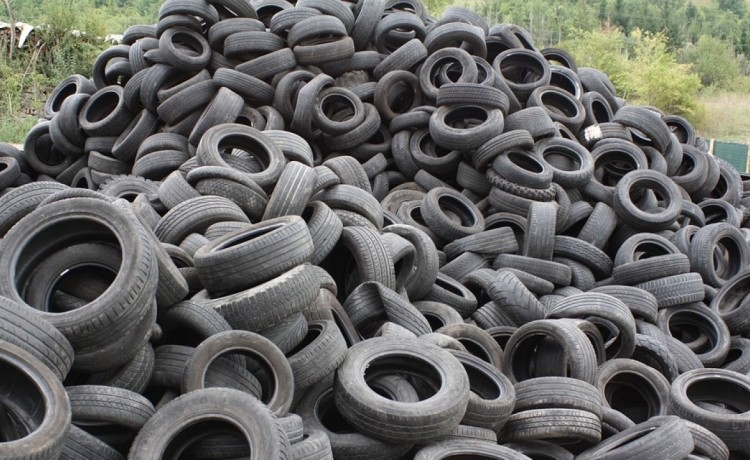 Gli pneumatici fuori uso (PFU) non vengono ritirati e giacciono nei piazzali